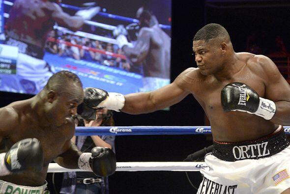 En la pelea estelar el cubano Luis Ortiz derrotó a Lateef Kayode en una...