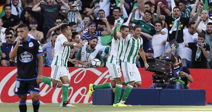 El Betis le ganó al Deportivo y Guardado puso asistencia 636411848641255...