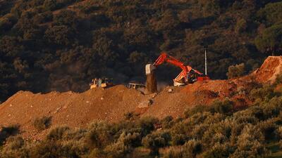 Escavan túnel vertical para rescatar a niño que cayó a un pozo hace 100 horas en España