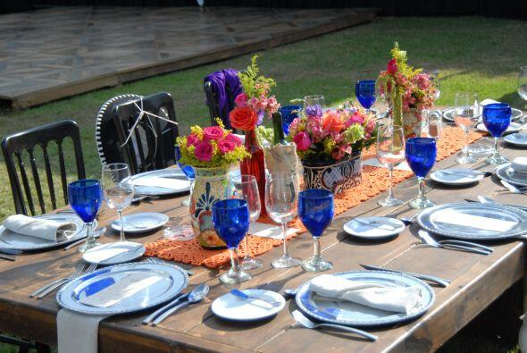 Las mesas lucían tan hermosas como llenas de color, todo estaba listo pa...