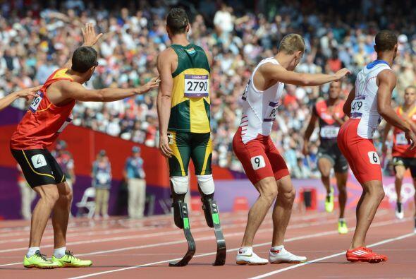 Pistorius debutó en los relevos en la final del 4x400m, en el que su equ...