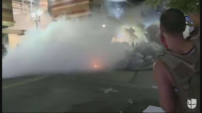 La policía dispersa a manifestantes anti-Trump en Phoenix