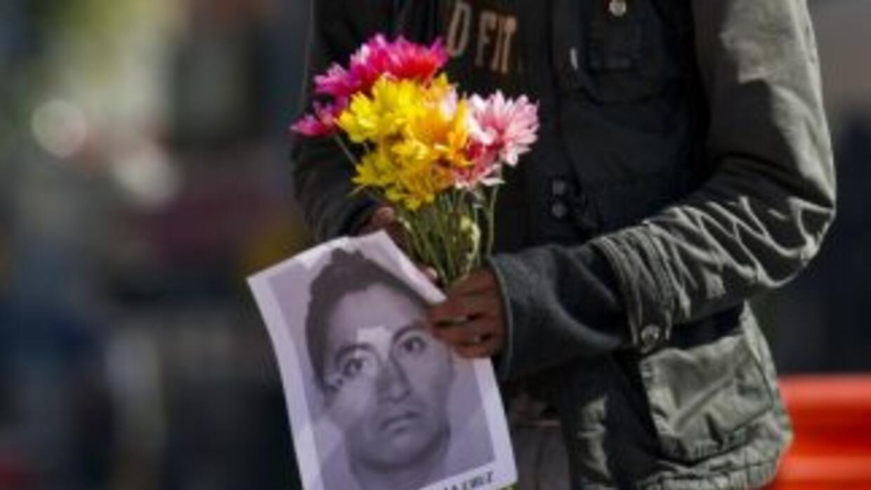 Los estudiantes de Ayotzinapa insisten en que no les creen a las autorid...