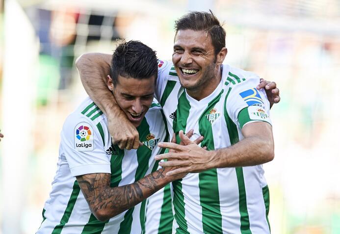 El Betis le ganó al Deportivo y Guardado puso asistencia gettyimages-847...