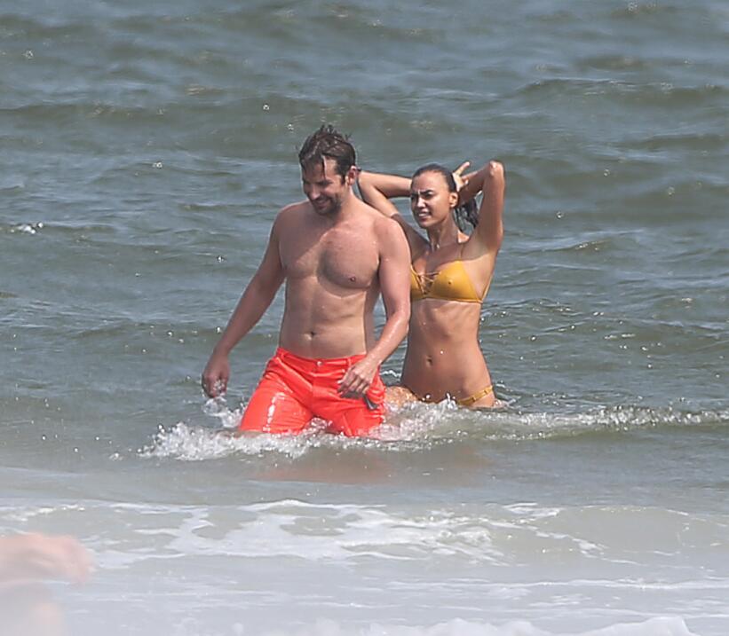 Irina Shayk ya conoce a la madre de Bradley Cooper TID_BCAISE150906_26.JPG