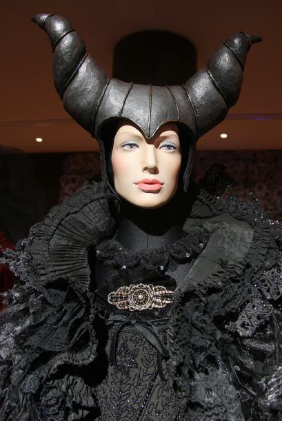 Este es el disfraz que usó Angelina durante la filmación.Mira aquí los v...