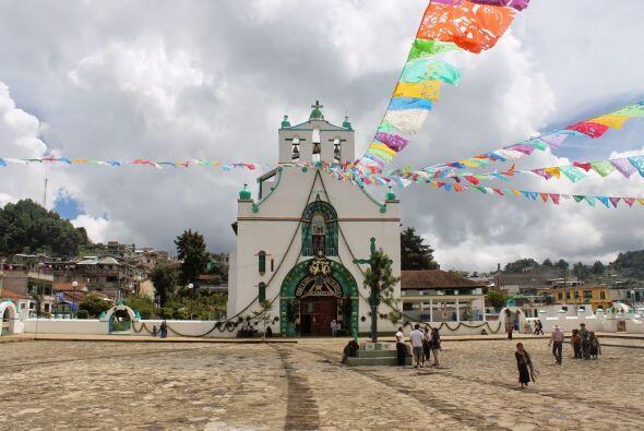 La iglesia en San Juan Chamula donde no se permite tomar fotografía aden...