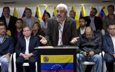 Ángel Oropeza anunció la decisión de la opositora M...