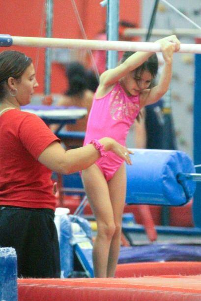 Le encanta hacer gimnasia. Más videos de Chismes aquí.