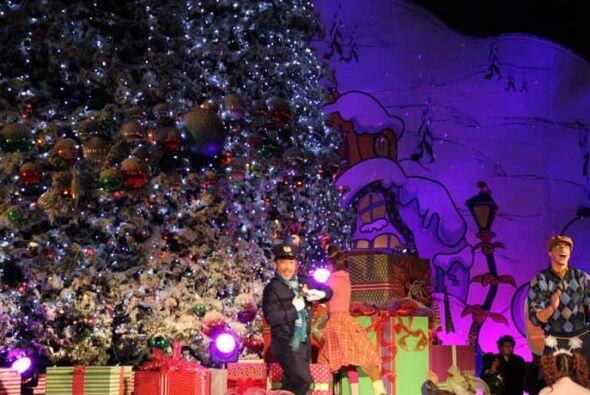 Ofrecen un espectáculo sin igual.  La temporada de navidad en Uni...