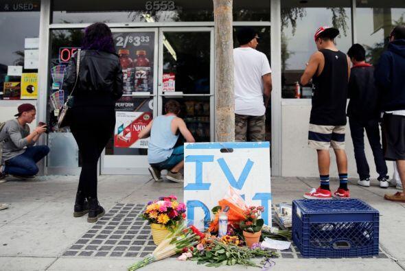 La siguiente víctima fatal se encontraba en Isla Vista Deli, el j...