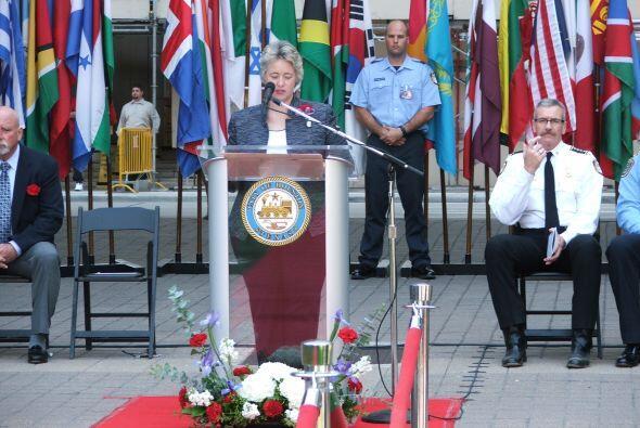 La alcaldesa de Houston, Annise Parker, quien lideró el evento dio un di...
