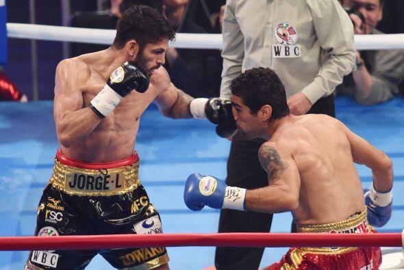 Jorge Linares sonectó limpias combinaciones para detener al mexicano.