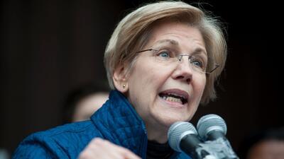 """La senadora Warren dice que la silenciaron, pero está """"lista para luchar"""""""