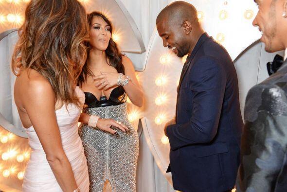 Kim llegó a los Premios GQ enseñando sus poderes con una f...