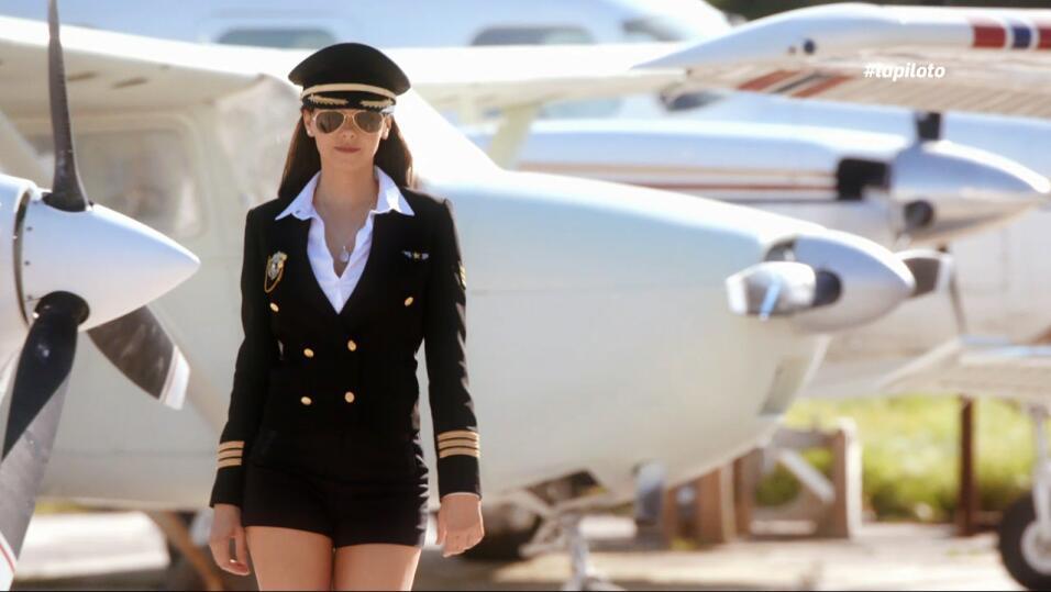 Livia Brito protagoniza la serie 'La Piloto' (2017).