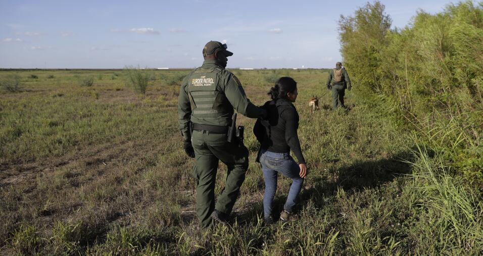 En este 11 de agosto de 2017, un agente de aduanas y patrullas fronteriz...