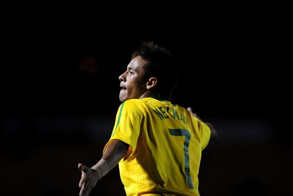 Sin brillar al extremo, Neymar volvió a destacar en un juego que...