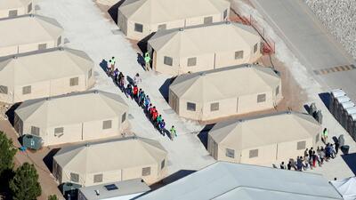 ¿Qué pasará con los niños separados de sus familias después de la orden ejecutiva firmada por Trump?