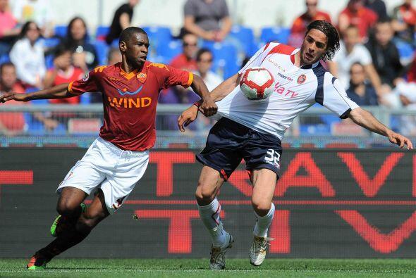El otro equipo implicado en la lucha por la Liga, Roma, jugaba ante el C...