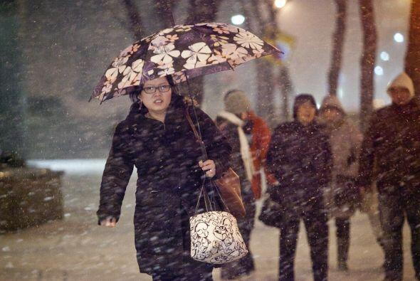 Miles de vuelos fueron cancelados en el noreste a causa de la poderosa t...