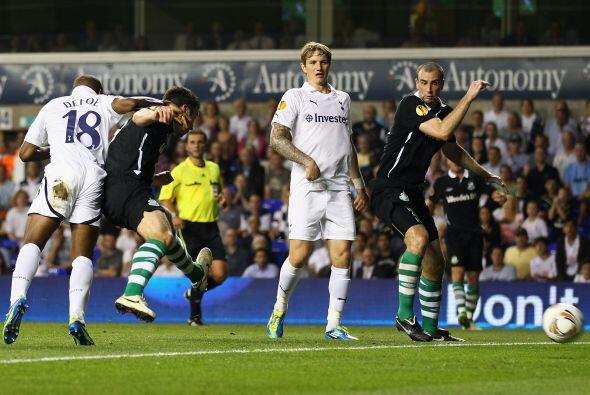 Y a los pocos minutos después Tottenham volvió a anotar, para darle la v...