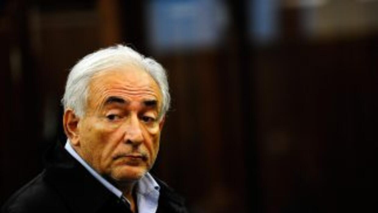 La defensa de Dominique Strauss-Kahn, el aún director gerente del FMI bu...