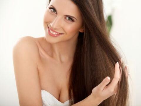 El envejecimiento del cabello, como del resto del cuerpo, es inevitable,...