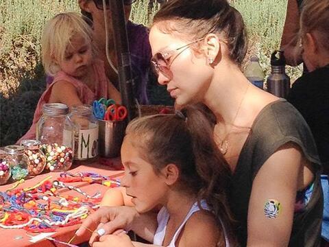 Encontramos a Jennifer Lopez en su papel más encantador. M&aacute...