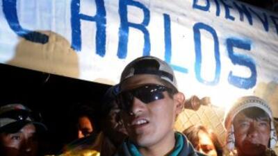 El minero boliviano, tras salir a la superficie luego de estar 69 días a...