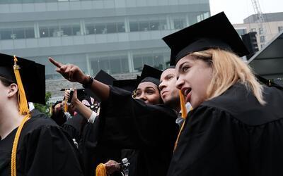 Los estudiantes deben vivir y trabajar en Nueva York después de graduars...