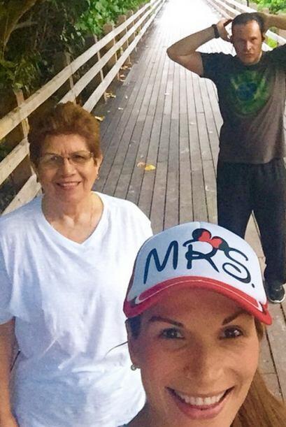 Alan, Cristy Bernal y su mami salieron a caminar,  a ver si así Michelle...