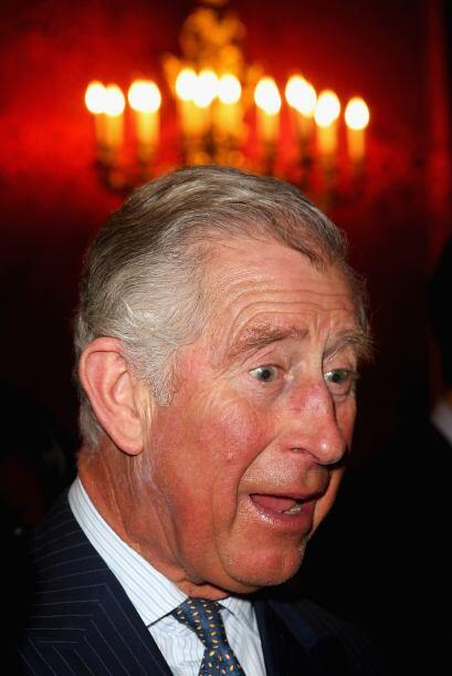 Al Príncipe Carlos se le prendió el foco... Bueno, unas cuantas velas. M...