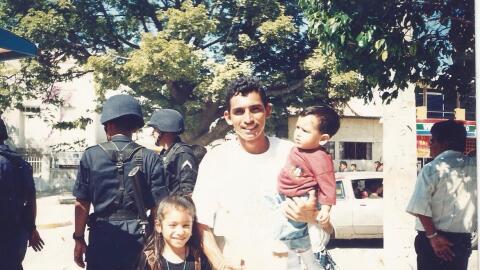 Mayra Garibo, su padre Guadalupe y su hermano menor, cuando eran peque&n...
