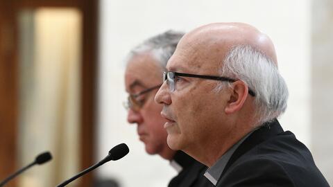 Miembros del Arzobispado de Chile tras reunirse con el papa Francisco en...