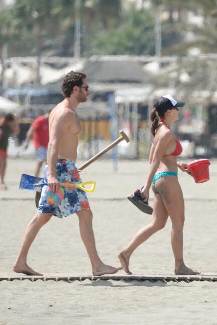 Angelique Boyer y Sebastián Rulli en la playa de Málaga