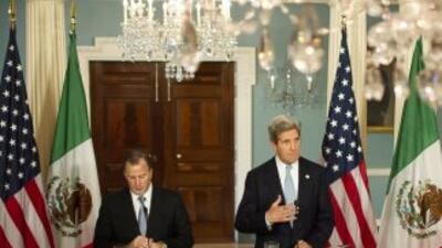 En reunión con el canciller mexicano, John Kerry dijo que no debería cen...