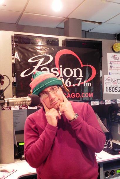 El DJ Cesar Osmar de Pasión 106.7 FM se encuentra listo y concentrado pa...