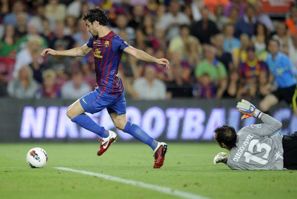 Y a un minuto de que acabara el primer tiempo, Messi le sirvió un excele...