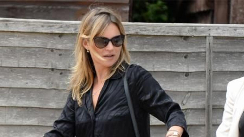 La supermodelo británica Kate Moss generó este lunes un gran revuelo en...