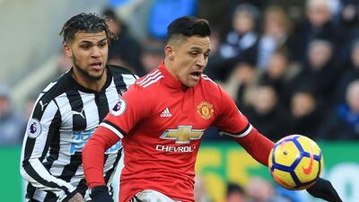 Newcastle mantiene su dominio en casa ante el United y Mourinho