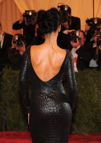 Cuero ajustado, escote, corte único y diseño imitación piel de cocodrilo...