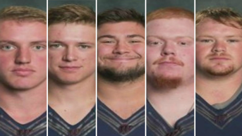 Miembros del equipo de fútbol americano del Wheaton College enfre...