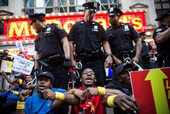 Los individuos arrestados, de acuerdo con los organizadores de la protes...