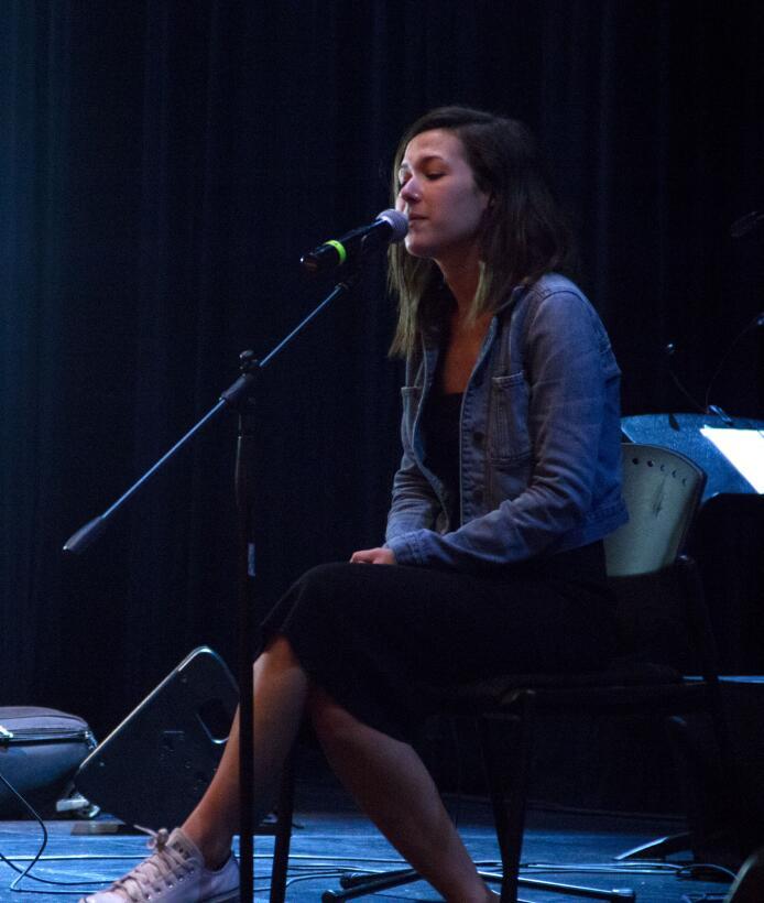 Nella durante la prueba de sonido para su presentación en el concierto C...
