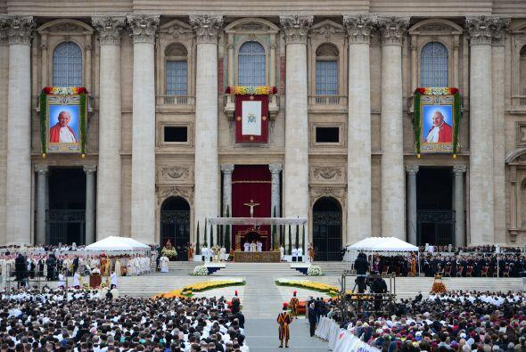 Al altar donde el Papa Francisco presidió la ceremonia de canonización d...