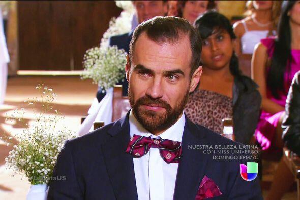 Toda su familia está reuinida, Mariano está feliz por verlos muy enamora...