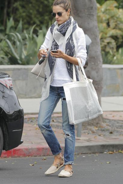 Los paparazzi encontraron a Alessandra en Los Ángeles.
