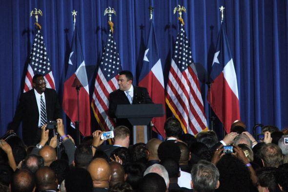 La espera por el presidente fue larga, el director de campaña de Texas,...