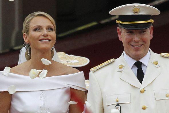 Alberto II y Charlene de Mónaco anunciaron hoy que esperan su pri...